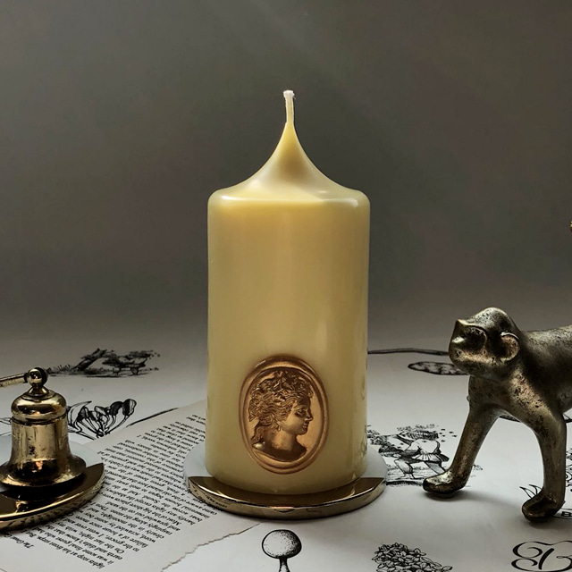 gold cameo pillar candle - spring yellow (m)